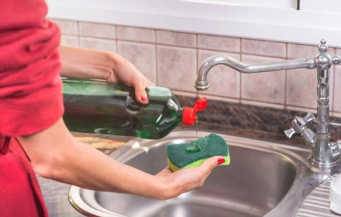 How To Protect Nails While Washing Dishes